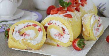 Roulé aux fraises Cyril Lignac et à la crème fouettée