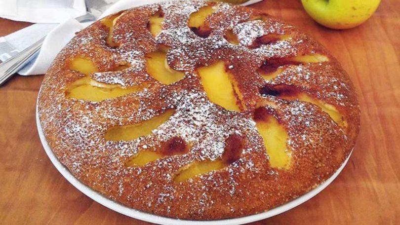 Gâteau à la poêle aux pommes moelleux et parfumé
