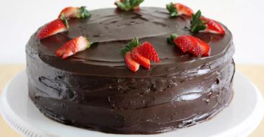 Gâteau aux Fraises et au Chocolat Noir