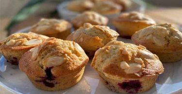 Muffin aux cerises et aux amandes apéritif
