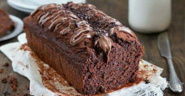 Cake au chocolat super rapide, une explosion de chocolat, moelleux et délicieux. Les ingrédients sont simplement mélangés au fouet à main. Quelques minutes et hop, au four !