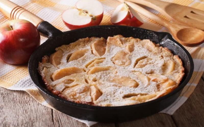 Tarte aux pommes à la poêle cuite en 15 minutes